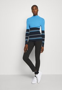 J.LINDEBERG - BERTHE STRIPED GOLF - Jumper - navy - 1
