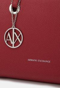 Armani Exchange - SMALL SHOPPING - Torebka - corallo - 3