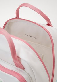 Tommy Hilfiger - YOUTH BACKPACK  - Mochila - white - 4