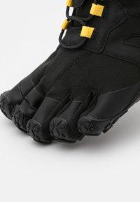 Vibram Fivefingers - V-TRAIL 2.0 - Minimalistické běžecké boty - black - 5