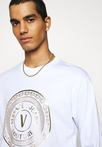 Versace Jeans Couture - LOGO - Long sleeved top - white/gold - 3