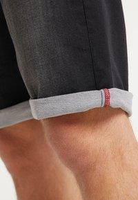 Petrol Industries - SHORTS - Denim shorts - black stone - 4
