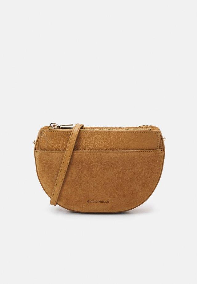 KALI - Across body bag - warm beige