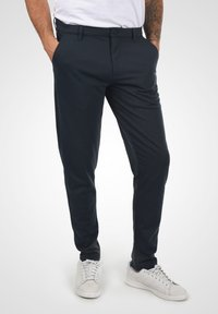 Solid - OLIVERO - Trousers - insignia blue - 0