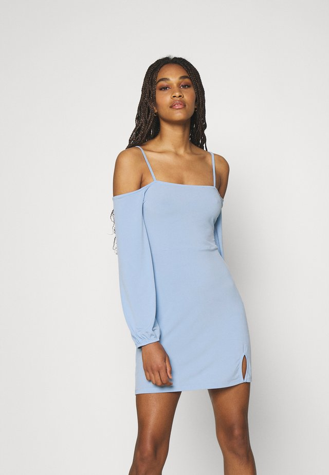 PAMELA REIF OFF SHOULDER MINI DRESS - Žerzejové šaty - dusty blue