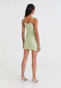 PULL&BEAR - Pletené šaty - green - 2