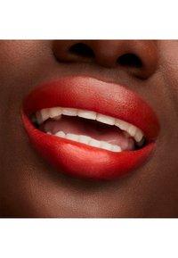 MAC - LUSTREGLASS LIPSTICK - Lipstick - tnteaser - 3