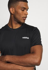 adidas Performance - TRAINING SPORTS SHORT SLEEVE TEE - Basic T-shirt - black/white - 4