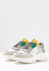 Bronx - BAISLEY - Trainers - white/yellow/silver - 4