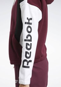 Reebok - TRAINING ESSENTIALS LOGO HOODIE - Hettejakke - burgundy - 4