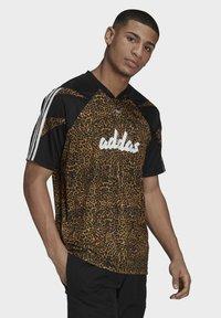 adidas Originals - FOOTBALL  - T-shirt con stampa - beige - 2