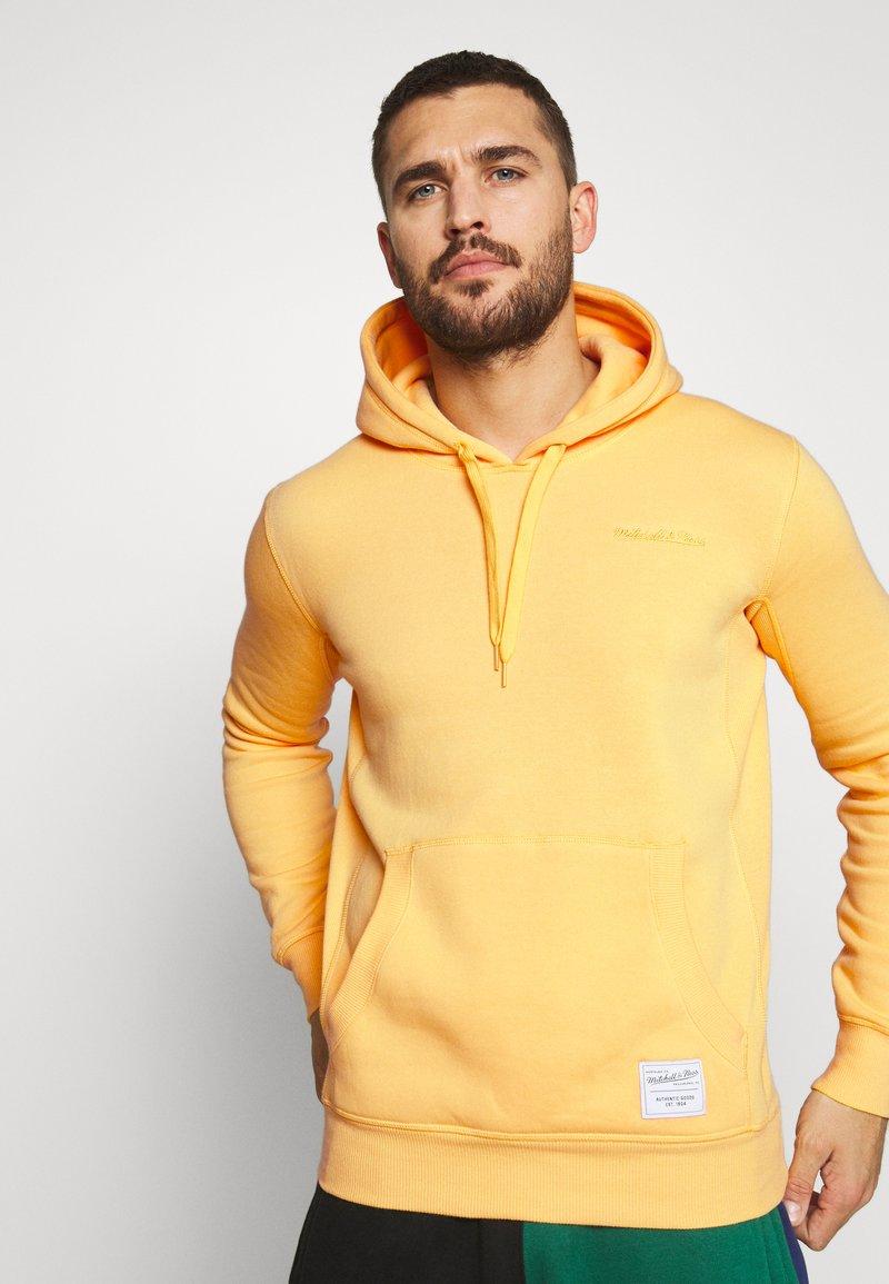 Mitchell & Ness - CLASSIC HOODIE - Huppari - yellow