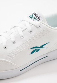 Reebok Classic - 2020-01-01 Slice Canvas Shoes - Tenisky - white/hertea/black - 5