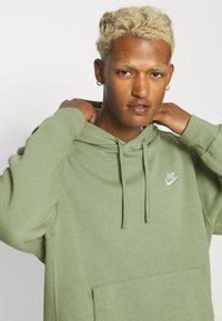 Nike Sportswear - CLUB HOODIE - Sweatshirt - oil green - 3