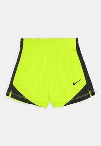 Nike Sportswear - SET - Shorts - volt - 2