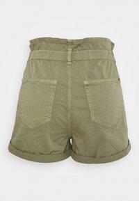 Mavi - TAYLOR - Shorts - green washed down - 1