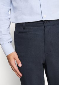 KnowledgeCotton Apparel - JOE RECYCLED PANT  - Tygbyxor - surf the web - 4