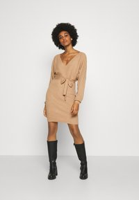 Vero Moda - VMREM VNECK  - Jumper dress - tan/melange - 1
