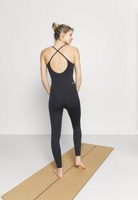 Cotton On Body - LIFESTYLE SEAMLESS YOGA ONESIE - Gym suit - black - 2