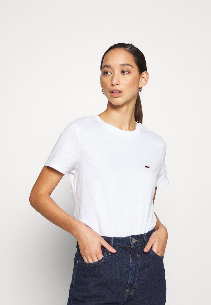 Tommy Jeans - REGULAR C NECK - Basic T-shirt - white