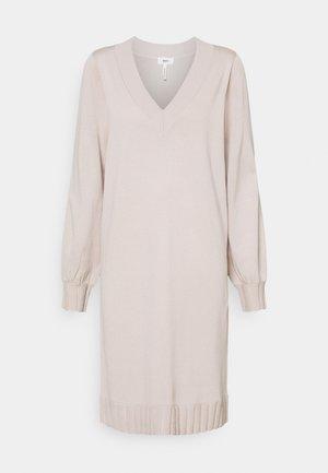 OBJDILLI DRESS - Pletené šaty - silver gray melange