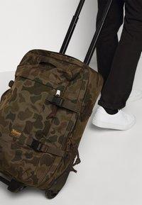 Filson - DRYDEN 2 WHEELED CARRY ON BAG - Wheeled suitcase - mottled olive - 1