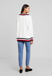 Tommy Hilfiger - ESSENTIAL TIPPING - Maglione - white - 2