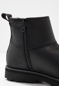 Timberland - COURMA CHELSEA - Classic ankle boots - black - 2
