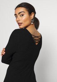 ONLY Petite - ONLSTRING DRESS - Pletené šaty - black - 5