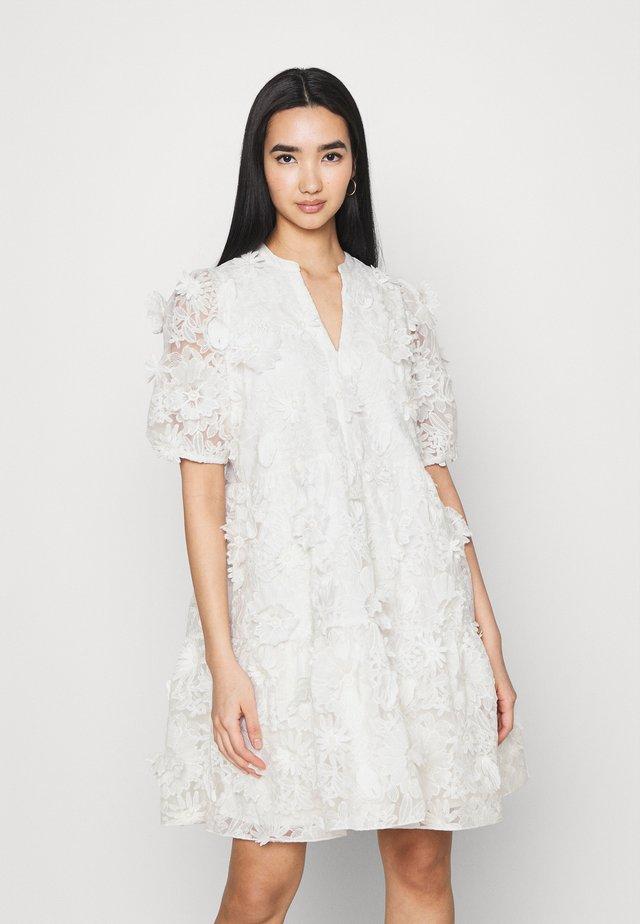 YASBILLA DRESS - Vestito elegante - star white