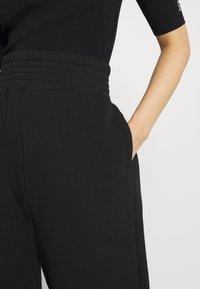 KENDALL + KYLIE - K AND K FLARE HIGH RISE - Pantalones deportivos - black - 3