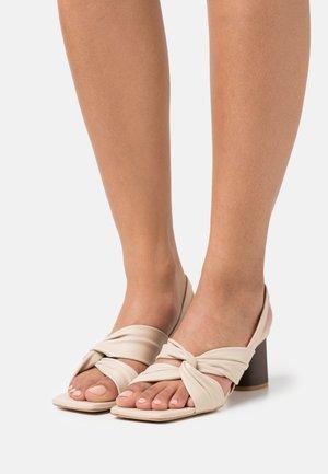 Sandaalit nilkkaremmillä - seta/beach