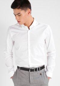 HUGO - ERONDO EXTRA SLIM FIT - Camicia elegante - open white - 0