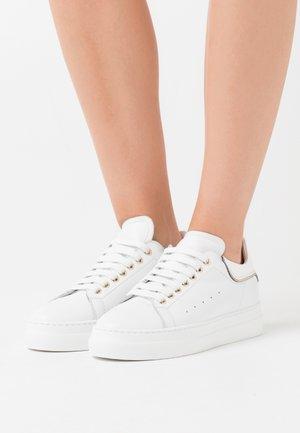 FRIDA - Sneakers basse - bianco/platino