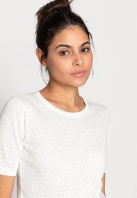 Moss Copenhagen - GRITH TOP - Print T-shirt - egret - 4