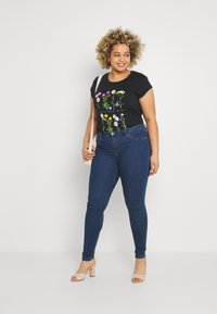 ONLY Carmakoma - CARFLORIA  - Jeans Skinny Fit - medium blue denim - 1