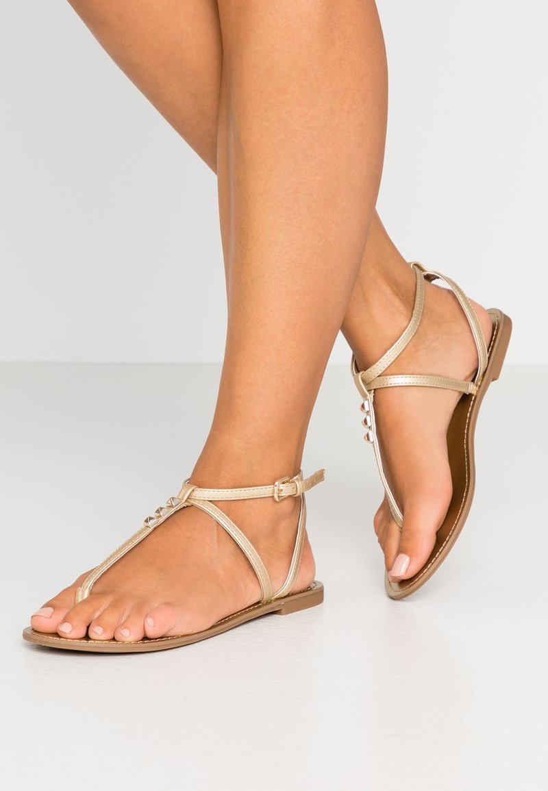 PARFOIS - Sandalias de dedo - gold
