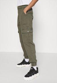 ONLY - ONLGIGI CARRA LIFE  - Pantalones cargo - kalamata - 4
