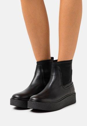 CUPSOLE CHELSEA BOOT - Kotníkové boty na platformě - black