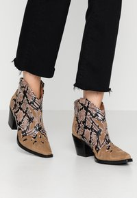 Jeffrey Campbell - TOONEY - Ankle boots - tan - 0