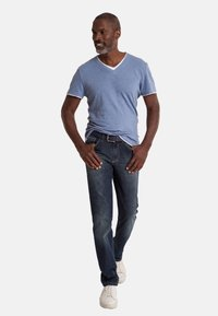 Club of Comfort - MIT HIGH-STRETCH - Slim fit jeans - mittelblau 242 - 0