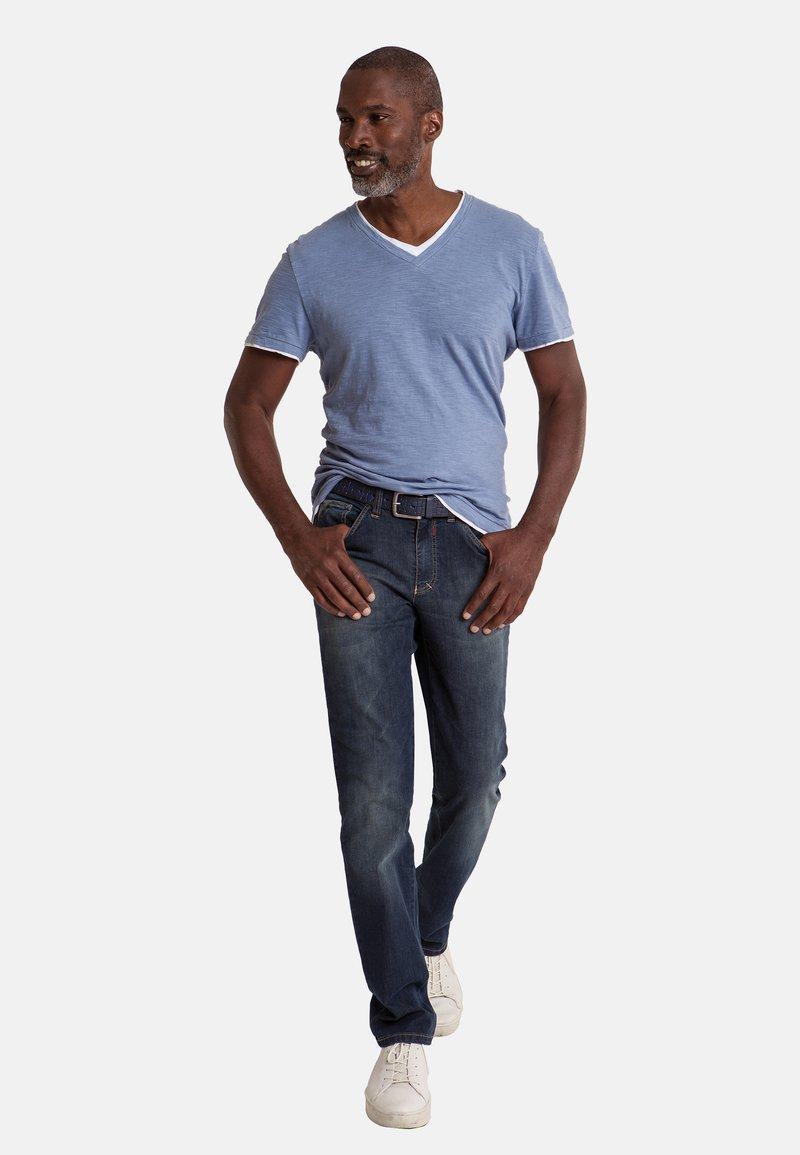 Club of Comfort - MIT HIGH-STRETCH - Slim fit jeans - mittelblau 242