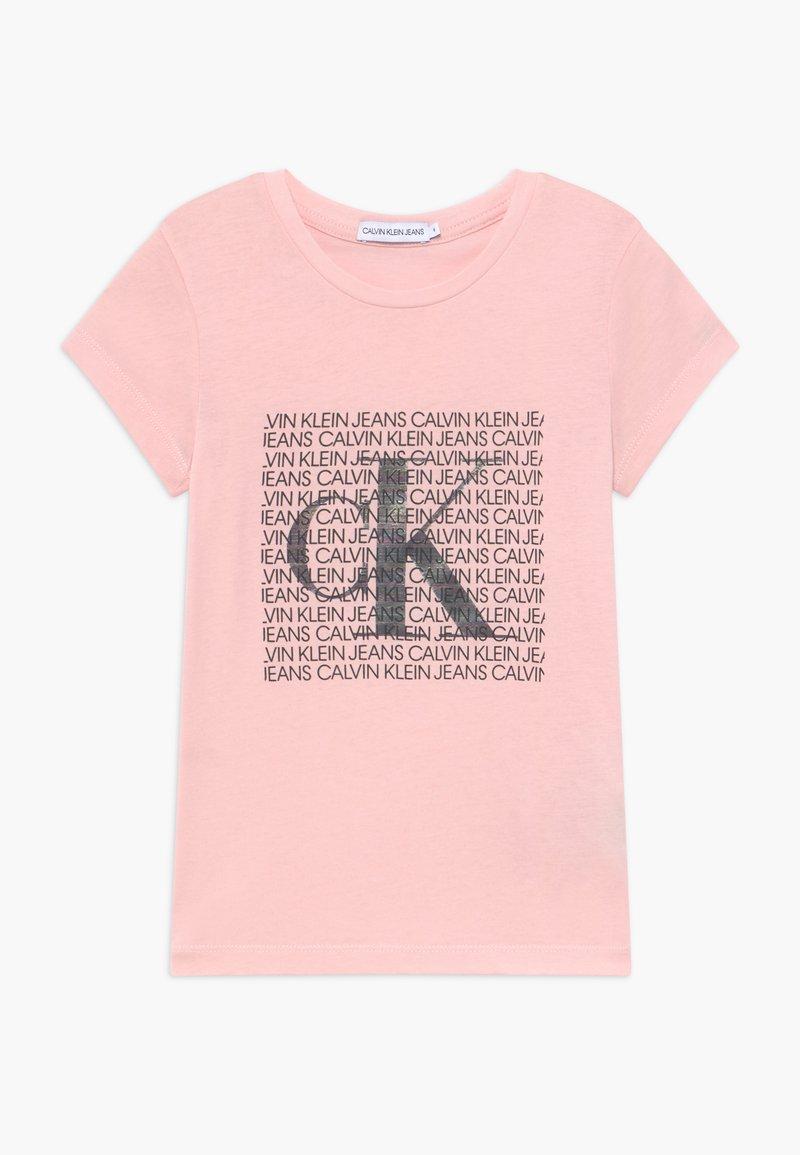 Calvin Klein Jeans - IRIDESCENT LOGO - T-shirt con stampa - pink
