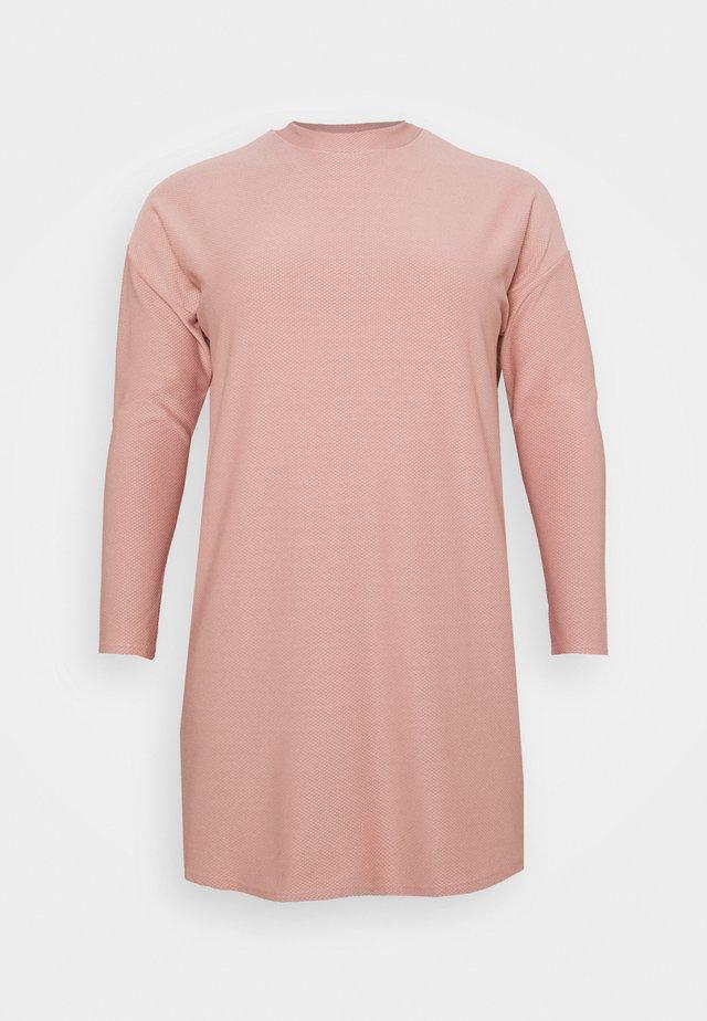 HIGH NECK DRESS - Sukienka dzianinowa - pink