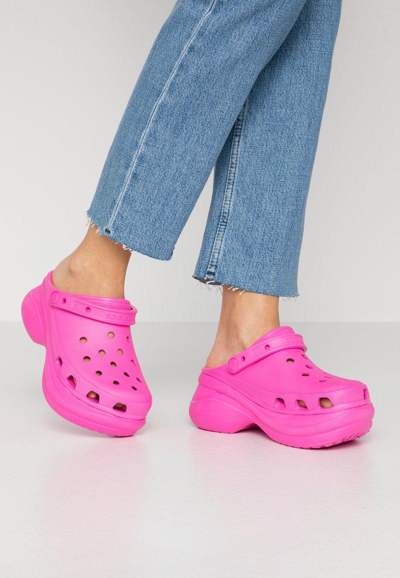 Crocs - CLASSIC BAE  - Heeled mules - electric pink