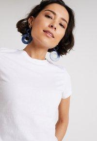 Zalando Essentials - Basic T-shirt - bright white - 3