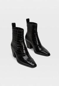 Stradivarius - Kovbojské/motorkářské boty - black - 2