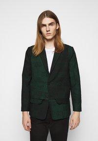 Henrik Vibskov - ANTS SHOWERTILES - Blazer jacket - black/dark green - 0