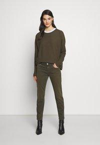 CLOSED - BAKER - Skinny džíny - shadow green - 1