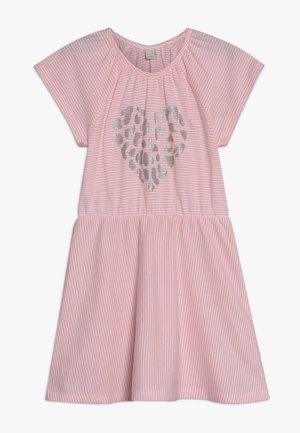 KNIT DRESS - Pletené šaty - neon coral